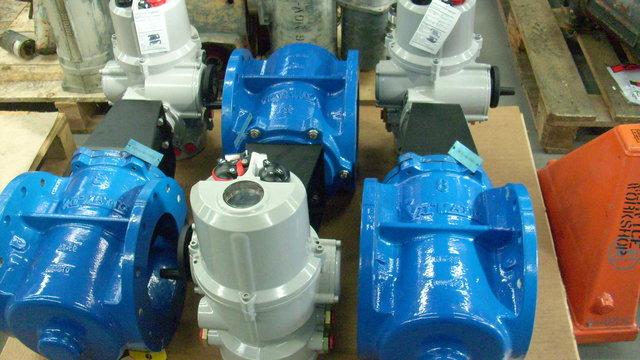 Eccentric plug valves